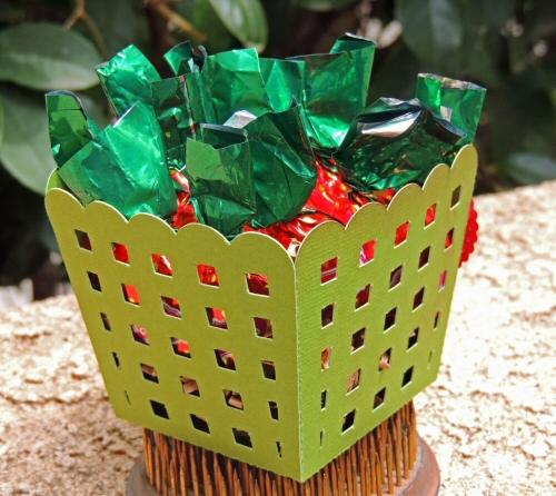 Cut Out Scallop Basket